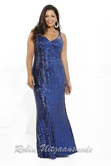 Blue plus size prom dress, in a shimmering fabric with a beautiful neckline in a straight-fitting model | modelnr g-3-23