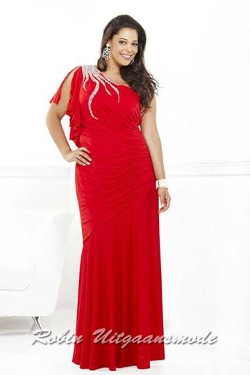 Luxurious red one shoulder dress with and an asymmetrical dropped waist, in the sizes 46 and 50. | modelnr g-3-26