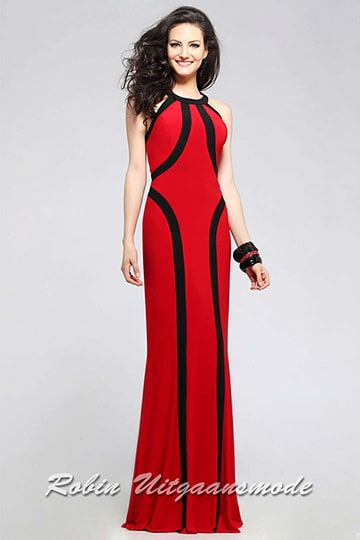 Two-tone long evening dress in contrasting colours, with a chic scoop neck and tailored fit. | modelnr g-5-11