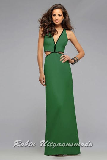 Glamour dress, the bodice is decorated with beads along the cut-outs at the waist and the V-neckline. | modelnr g-5-23
