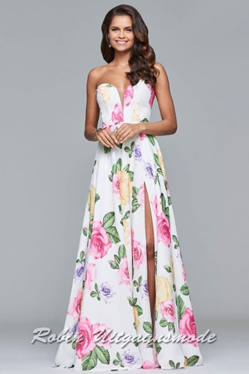 Enchanting flowy prom dress with a high slit and heart-shaped strapless top, the A-line chiffon dress features a pink floral print throughout | modelnr g-5-5