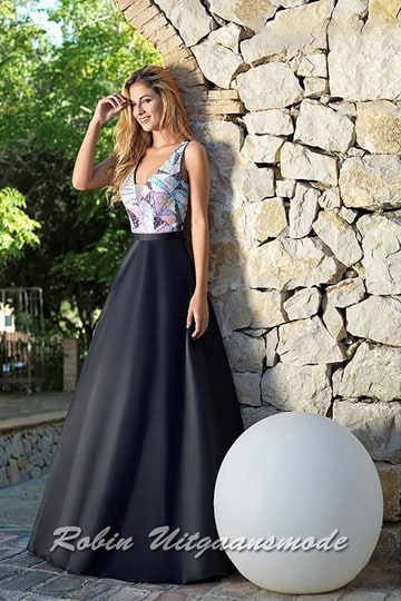 Flary black evening dress with pastel coloured bodice, decorated with transparent sequins and a petticoat skirt | modelnr g-a2-43