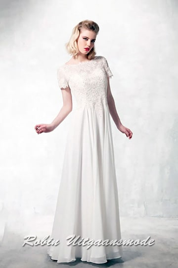 High-necked wedding dress, the heart shaped bodice is completely covered with lace and short sleeves | modelnr b-a4-47