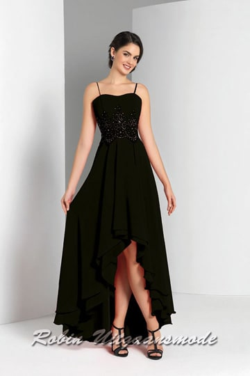 High-low prom dress in black, the bodice has a wavy neckline, thin straps and is beaded with sequin applications | modelnr g-a4-1a