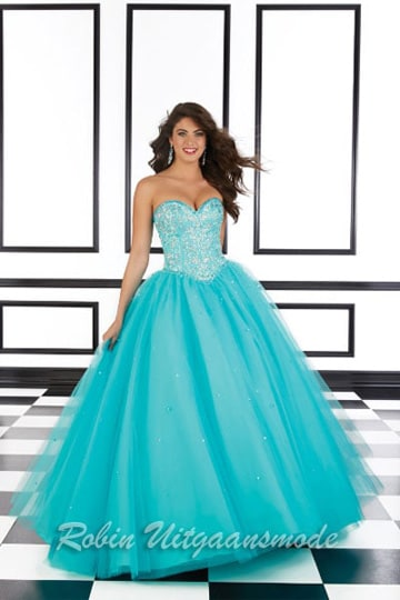 Exclusive prom dress in blue with wide tule skirt and a sweetheart corset bodice | modelnr g-mo2-10