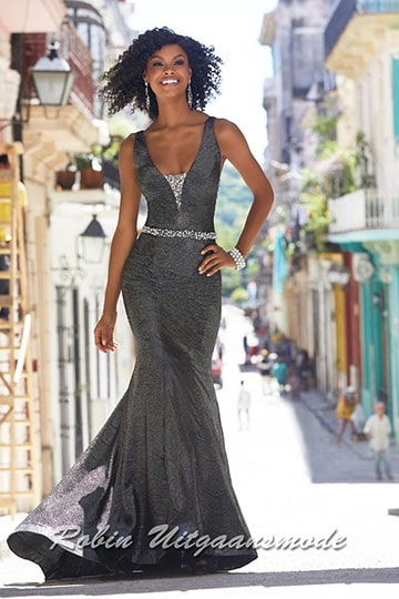 Glamorous prom dress with v-cut neckline and delicate beaded waist band | modelnr g-mo2-33