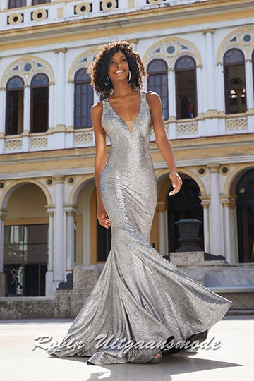 V-neckline mermaid dress off a silver sparkling stretch fabric | modelnr g-mo2-36