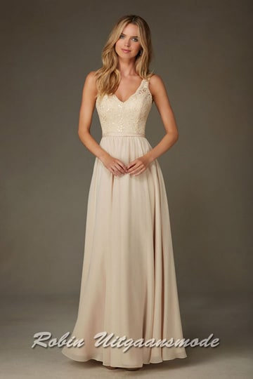 Elegant evening dress with a beaded lace, V-neck bodice with flowy skirt. | modelnr g-mo2-40