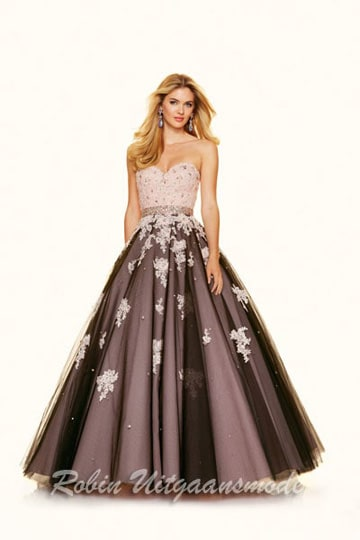 Two coloured tule prom gown with beaded lace appliqués and zipper back closure | modelnr g-mo2-5