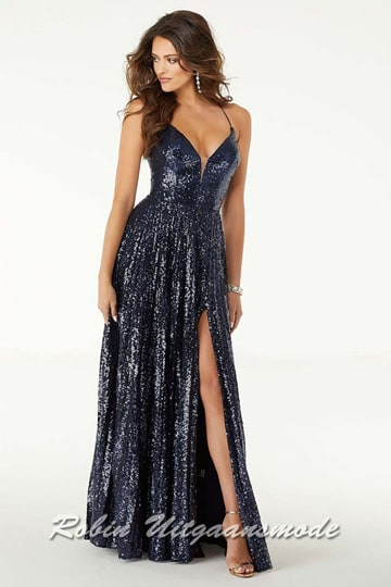 Dark blue sequin prom dress with a high slit, a fitted bodice with a deep V-neckline and a criss-cross open back | modelnr g-mo2-61
