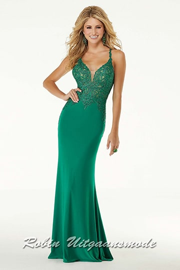 Luxurious green evening dress with a small train and lace bodice which is beaded with beautiful stones | modelnr g-mo2-67