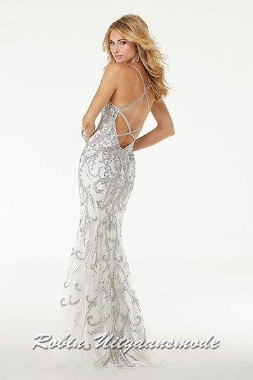 Fitted long prom dress richly embellished with metallic lace appliques and crystal beads, the bodice has a scoop neckline. | modelnr g-mo2-72
