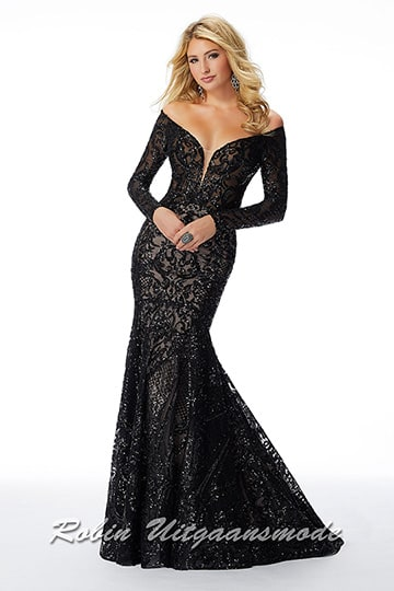 Long-sleeved black sequin dress in mermaid style with feminine boat neckline, a partially open back and elegant train | modelnr g-mo2-78