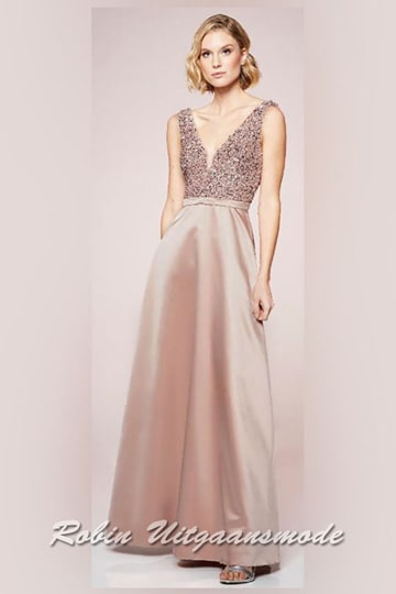 Smoke-rose prom dress with V-neckline and a flary shiny skirt, the bodice is fully beaded | modelnr g-n2-114