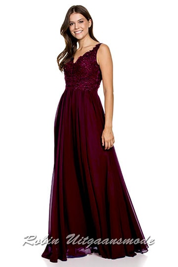 Long prom dress with an illusion deep V-neck, the beaded bodice and shoulder straps are decorated with appliqués | modelnr g-n2-119