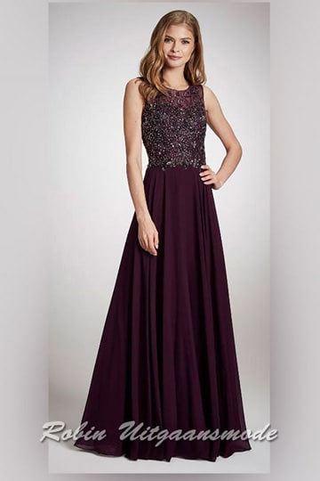Long purple evening dress with boat neck and supple chiffon skirt, the bodice is beaded with applications and sequins | modelnr g-n2-124