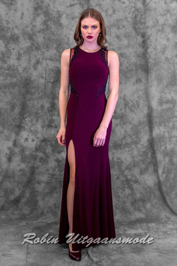Tight-fitting long prom dress with a high slit on the thigh, the bodice has a high closed neckline and transparent back | modelnr g-n2-54