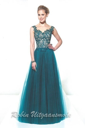 Stunning evening dress features a lovely embroidered lace bodice and wide Tule skirt. | modelnr g-u2-104