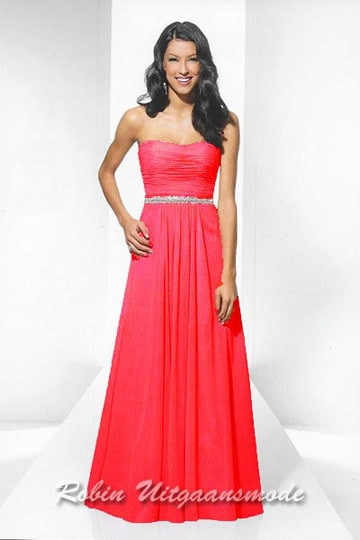 Simple strapless dress for Christmas events, red dress with silver beaded waist band | modelnr g-u2-165