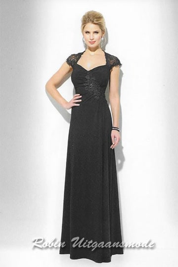 Black evening dress features a V-neck line with small cap sleeves of lace | modelnr g-u2-171