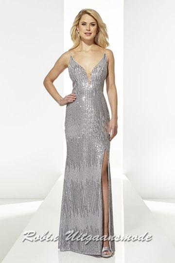 Silver-grey prom dress with V-neck, spaghetti straps and a slit until halfway up the thigh | modelnr g-u2-175