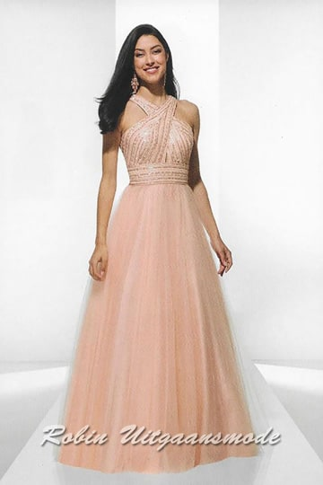 Salmon pink evening dress with high neckline and tulle skirt, the bodice is beautifully decorated with gold-coloured stones | modelnr g-u2-180