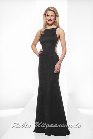 Black evening dress with a high-necked boat neck, is elegantly finished with beads and has a v-neckline on the back. | modelnr g-u2-185