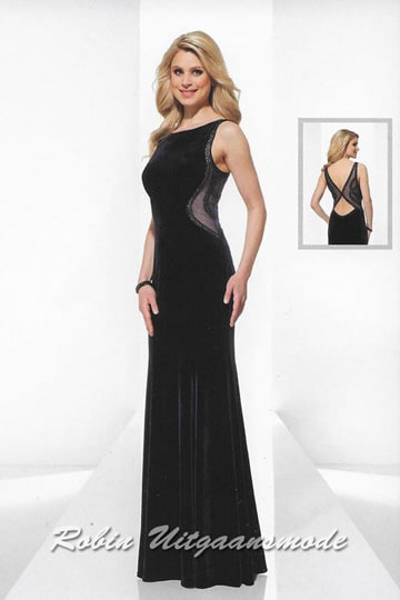 High-closed evening dress with a semi-open back into an hourglass shape, a boat neckline and long skirt | modelnr g-u2-187
