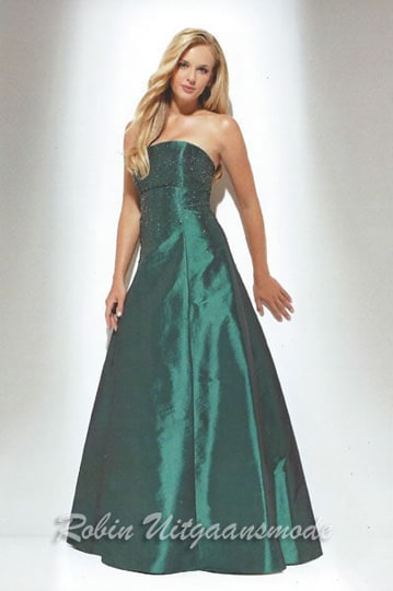 Green strapless evening dress with a fitted bodice and A-line flared skirt | modelnr g-u2-3