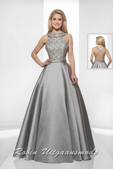 Luxurious baroque evening dress features a lace collar and Taft flared skirt, in the grey-gold-nude. | modelnr g-u2-8