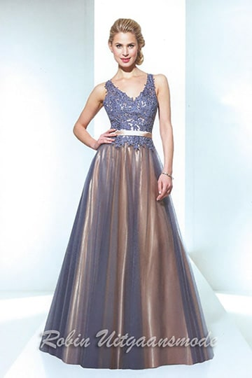 Flary evening dress features an embroidered lace bodice with V-neck, a gold coloured waistband and long skirt with Tule overlay | modelnr g-u2-92