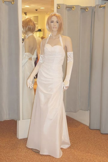 Lovely wedding dress with a sweetheart buster and halter neckline | modelnr b-u4-13