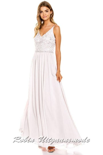 Ivory white prom dress with lace bodice, playfully decorated with small beads, V-neckline and flary chiffon skirt. | modelnr g-ul2-63